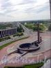 Вид на монумент героическим защитникам Ленинграда.