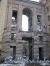 Пл. Чернышевского, дом 3. Арка со стороны пл. Чернышевского. Фото 4 апреля 2012 г.