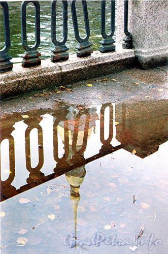 Отражение колокольни Николо-Богоявленского Морского собора. Фото 2004 г. (из книги «Старая Коломна»)