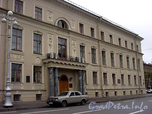 Общий вид здания.
