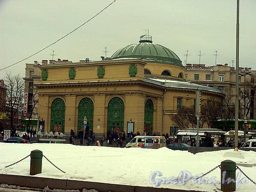 Наземный павильон станции метро «Нарвская».