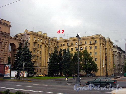 Чернышевского пл., д. 2. Общий вид здания.