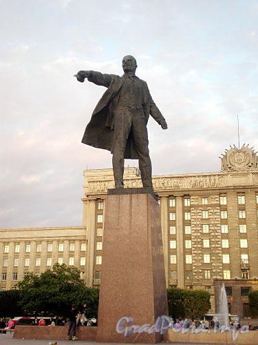 Памятник В.И. Ленину на Московской площади. Фото июль 2009 г.