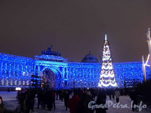 Дворцовая площадь. Встреча 2011 года. Новогоднее оформление площади. Фото 1 января 2011 г.