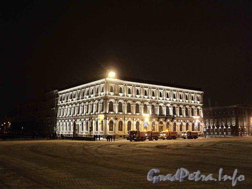 Исаакиевская площадь, дом 13, Ночное оформление здания. Фото январь 2011 г.