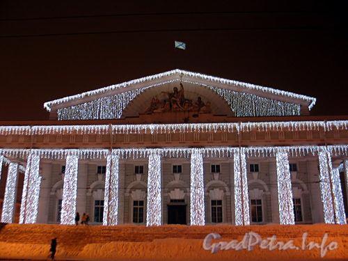 Новогоднее убранство здания Биржи. Фото январь 2011 г.