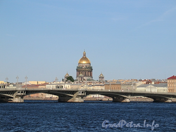 Вид на Благовещенский мост и Исаакиевский собор от набережной Лейтенанта Шмидта. Фото июнь 2011 г.