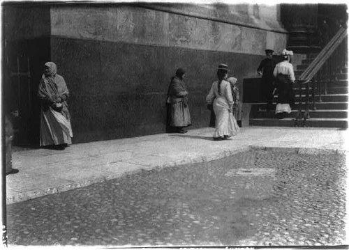 Нищие у Исаакиевского собора. Фото межды 1902-1917 годами.