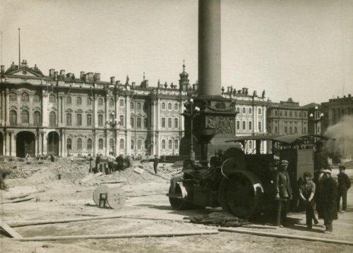 Площадь Урицкого (Дворцовая). Фото предположительно 1927 года.