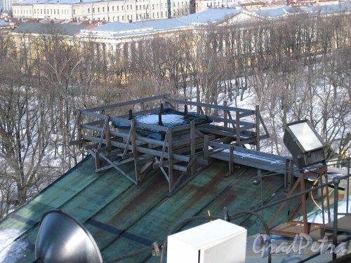 Исаакиевская пл., дом 4. Ремонтные работы с северной стороны Исаакиевского собора. Фото 16 марта 2013 г.