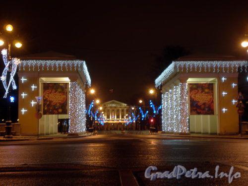 Новогоднее оформление Пропилей Смольного. Декабрь 2008 г.