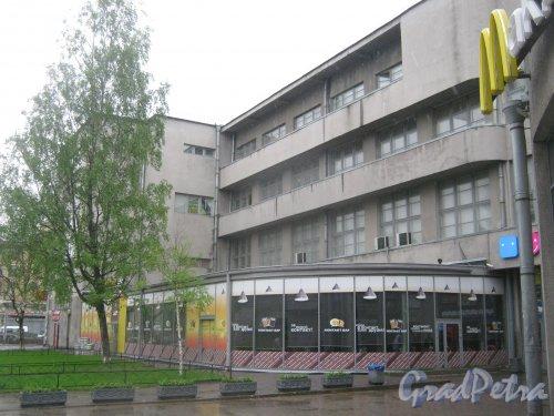 Пл. Стачек, дом 9. Фрагмент здания со стороны дома 7. Фото 17 мая 2013 г.