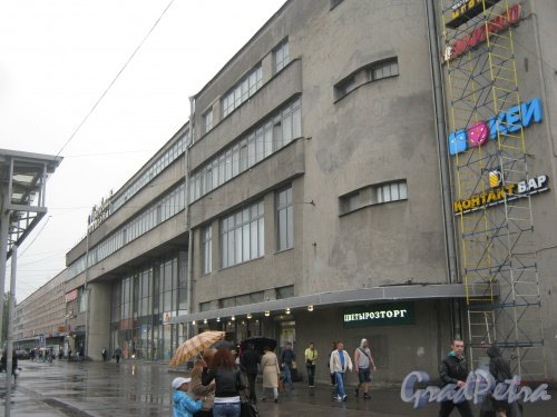 Пл. Стачек, дом 9. Фрагмент фасада. Фото 17 мая 2013 г.