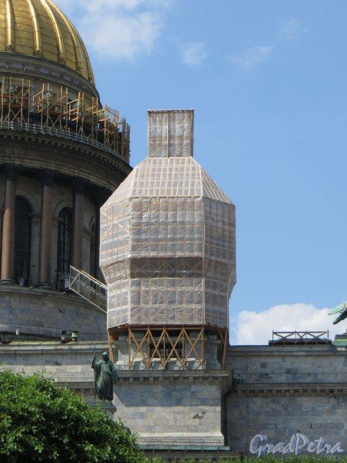 Исаакиевская пл. дом 4. Реставрация юго-восточной колокольни. Фото 4 июня 2013 г.