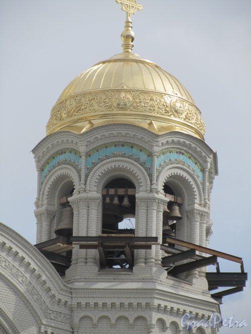 Город Кронштадт, Якорная площадь, дом 5, литера А. Морской собор святителя Николая Чудотворца. Северная колокольня. Фото июль 2012 года.
