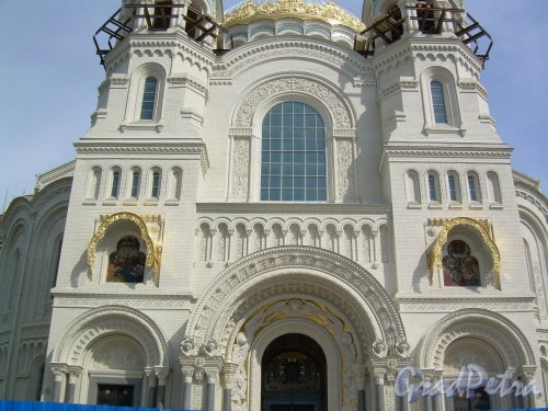 Город Кронштадт, Якорная площадь, дом 5. Фасад Морского собора святителя Николая Чудотворца со стороны площади. Фото июль 2012 г.