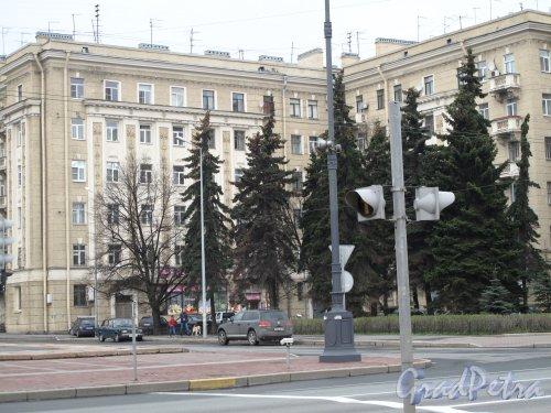 Пл. Чернышевского, дом 3. Жилой дом. Фото 2013 года.