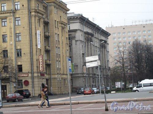 Пл. Чернышевского, дом 6. Жилой дом. Общий вид. Фото 2013 года.