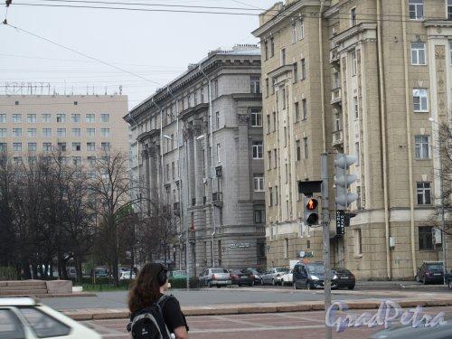 Площадь Чернышевского, дом 5. Фасад со стороны площади. Фото 2013 г.