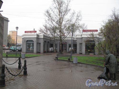Площадь Московских ворот. Временный торговый павильон-кафе «Студио-Пицца». Фото май 2013 г.