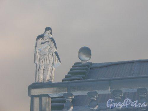 Дворцовая пл. Ледяной дом. Реконструкция. Скульптура на углу крыши. 2006 Фото 1-ой пол. 2006 г.