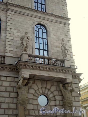 пл. Островского, д. 2 А. Здание гостиницы. Скульптурное оформление фасада здания. Фото февраль 2009 г.