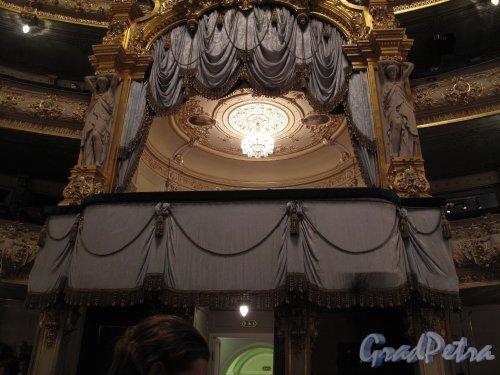 Театральная пл., д. 1. Государственный академический Мариинский театр. Царская ложа вид из партера. Фото февраль 2011 г.