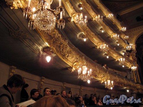 Театральная пл., д. 1. Государственный академический Мариинский театр. Вид на балконы и боковые ложи. Фото февраль 2011 г.