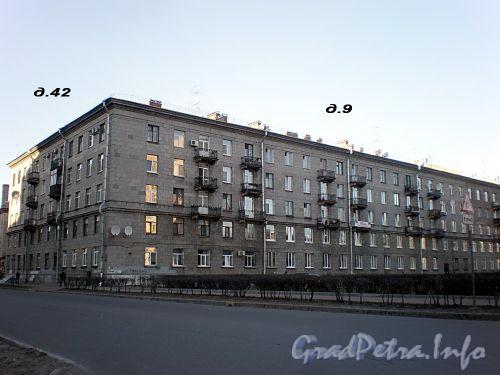 Пл. Чернышевского, д. 9 / Варшавская ул., д. 42. Общий вид здания. Фото апрель 2009 г.