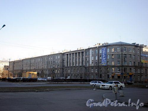Пл. Чернышевского, д. 10. Общий вид жилого дома. Фото апрель 2009 г.