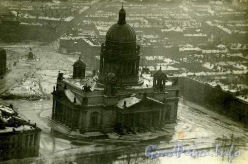 Вид на Исаакиевский собор.