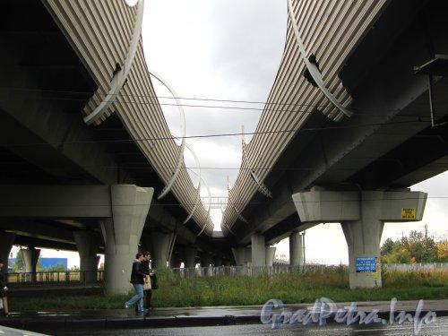 Виадук кольцевой автодороги над Ленинским проспектом. Фото сентябрь 2012 года.