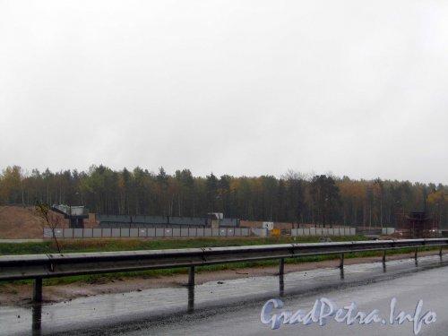 Строительство развязки Западного Скоростного Диаметра с федеральной трассой Е-18 «Скандинавия». Общий вид стройки. Фото 23 сентября 2012 года.