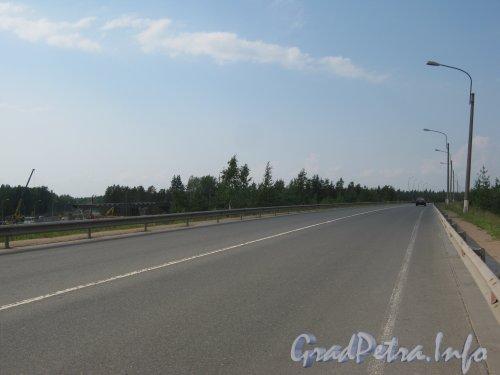 Строительство развязки Западного Скоростного Диаметра с федеральной трассой Е-18 «Скандинавия» (на Фото путепровод трассы над ж/д путями). Фото 30 июля 2012 г.