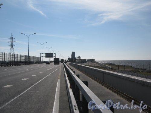 КАД в районе съезда на Приморское шоссе. Вид в сторону Кронштадта. Фото 20 июля 2012 г.