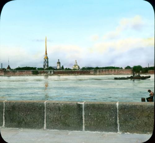 Вид на Петропавловскую крепость с Дворцовой набережной. Раскрашенная Фотография Брэнсона Деку. Фото 1931 год.