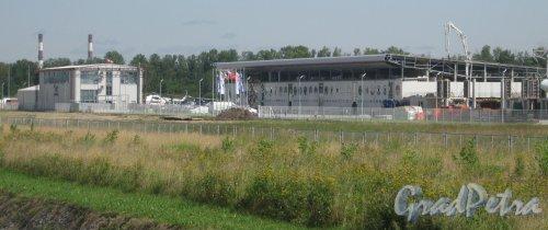 КАД, Внешнее кольцо, 67-й км, дом 1. Территория вертолётного центра. Вид с КАД. Фото 5 августа 2013 года.