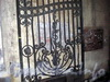 Греческий пр., д. 17. Бывший доходный дом. Решетка ворот. Фото февраль 2010 г.
