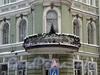 Греческий пр., д. 23 / 7-я Советская ул., д. 2. Бывший доходный дом. Балкон углового эркера. Фото декабрь 2009 г.