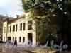 Большеохтинский пр., д. 7, корп. 2. Дворовый флигель. Общий вид аварийного здания. Фото апрель 2009 г.