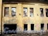 Большеохтинский пр., д. 7, корп. 2. Дворовый флигель. Фасад аварийного здания. Фото апрель 2009 г.