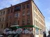 Большеохтинский пр., д. 21. Общий вид здания. Магазин «Цветоптрозница». Фото апрель 2009 г.
