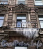 Владимирский пр., д. 7. Бывший доходный дом. Решетка балкона. Фото март 2010 г.