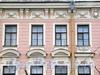 Большой пр. В.О., д. 2 / 1-я линия В.О., д. 18. Доходный дом И. В. Голубина (И. И. Зайцевского). Фрагмент фасада по проспекту. Фото май 2010 г.