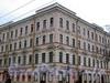 Большой пр. В.О., д. 2 / 1-я линия В.О., д. 18. Доходный дом И. В. Голубина (И. И. Зайцевского). Фрагмент угловой части здания. Фото май 2010 г.