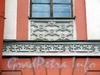Большой пр. В.О., д. 8. Доходный дом Юнкера. Элемент декоративного убранства фасада здания. Фото май 2010 г.