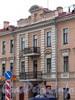 Малый пр. В.О., д. 3 / 3-я линия В.О., д. 60. Бывший доходный дом. Фрагмент фасада по проспекту. Фото май 2010 г.