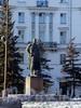 Памятник А. М. Горькому у дома 2 по Каменноостровскому проспекту. Фото март 2004 г.