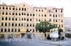Старо-Петергофский пр., д. 28. До реконструкции здания. Фото 1990-х годов (с сайта строительной компании «Источник-Строй»)