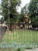 Загородный пр., д. 62 / Верейская ул., д. 1. Сквер на месте снесенной латышской церкви Христа Спасителя. Ограда сквера. Фото август 2010 г.